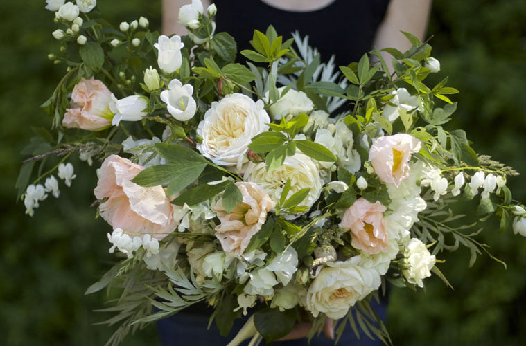 Bella Fiori, Woodinville Wedding Florist, bridal bouquet with white garden roses and peach poppies